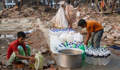 Εκατομμύρια άνθρωποι πίνουν νερό μολυσμένο με αρσενικό στο Μπαγκλαντές