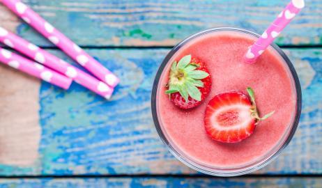 Ένα δροσιστικό φυσικό smoothie για υγιές και λαμπερό δέρμα