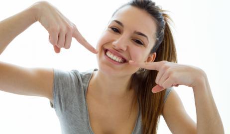 Αποφύγετε με φυσικούς τρόπους την αιμορραγία των ούλων, την περιοδοντική οστική απώλεια και νόσο