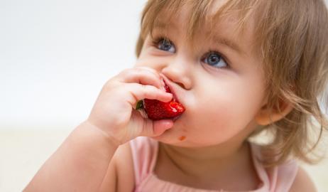 Μεγάλες αλλαγές για την κατανάλωση χυμών φρούτων από τα μωρά φέρνουν νέες οδηγίες των παιδιάτρων
