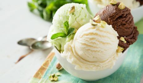 Η επιστήμη πίσω από τη χρήση του αλατιού στην παρασκευή παγωτού