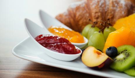Πώς θα φάτε υγιεινό πρωινό από τον... ανθυγιεινό μπουφέ του ξενοδοχείου!