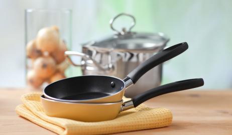 Χημικές ουσίες που βρίσκονται σε αντικολλητικά τηγάνια και περιτυλίγματα γρήγορου φαγητού συνδέονται με την αύξηση βάρους
