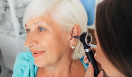 H υγιεινή διατροφή συνδέεται με χαμηλότερο κίνδυνο απώλειας ακοής στις γυναίκες