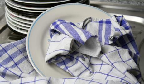 Οι πετσέτες της κουζίνας μπορεί να είναι ένα εκκολαπτήριο βακτηρίων