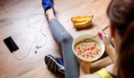 Γιατί πρέπει να έχετε φάει πρωινό πριν από μια πρωινή προπόνηση;