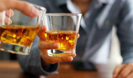 Η κατάχρηση των αλκοολούχων ποτών από τη νεολαία μπορεί να θέσει σε κίνδυνο την καρδιά