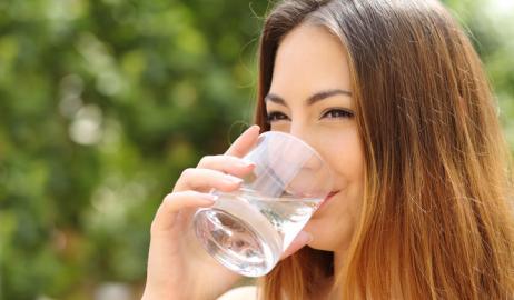 Το νερό μειώνει τον κίνδυνο λοιμώξεων της ουροδόχου κύστης