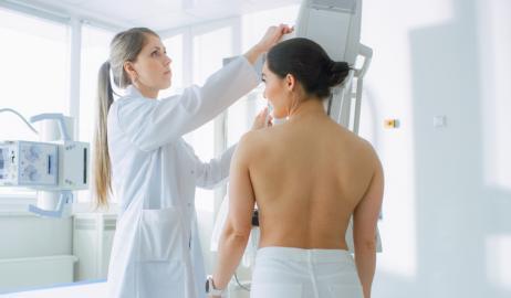 Παγκόσμια Ημέρα κατά του Καρκίνου του Μαστού: Υπάρχει συσχέτιση του καρκίνου του μαστού, της παχυσαρκίας και της έλλειψης βιταμίνης D;