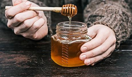 Τι θα συμβεί στο σώμα σου αν αρχίσεις να τρώς μέλι πριν κοιμηθείς