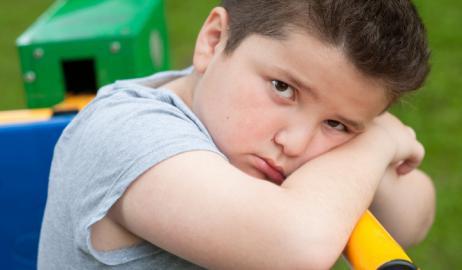 Ψυχολογικά προβλήματα και παχυσαρκία λειτουργούν αλληλένδετα στα παιδιά από αρκετά νωρίς