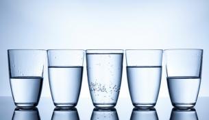 Χρειαζόμαστε πραγματικά 8 ποτήρια νερό την ημέρα;