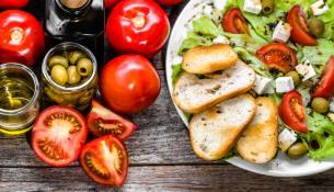 Η μεσογειακή διατροφή ωφελεί τις γυναίκες ιδιαίτερα μετά την εμμηνόπαυση