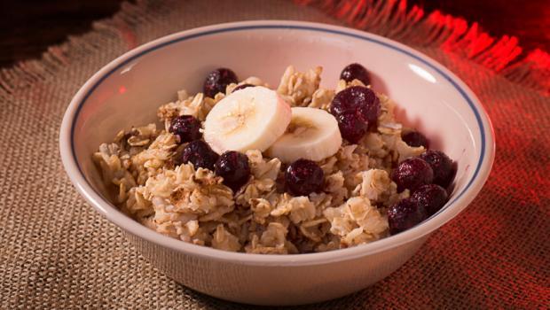 Κλασσικές τροφές που μπορείς να προσθέσεις στα δημητριακά σου και γιατί