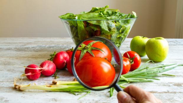 """Φρούτα και λαχανικά """"ποτισμένα"""" με φυτοφάρμακα"""