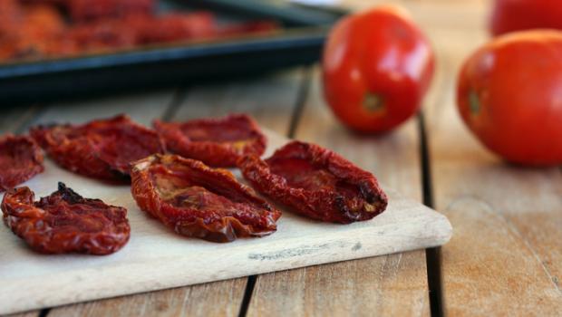 Λιαστές ντομάτες: Τα οφέλη και τρεις εύκολες συνταγές