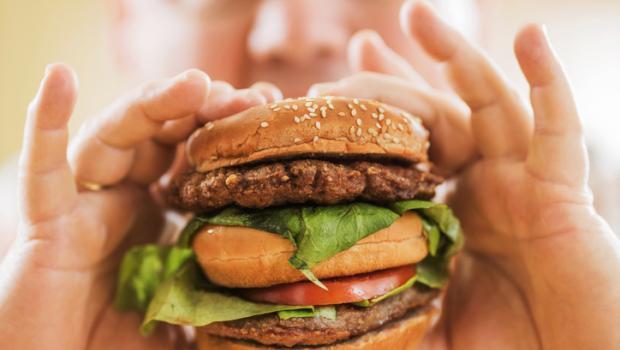 Η λαιμαργία αυξάνει το σωματικό βάρος
