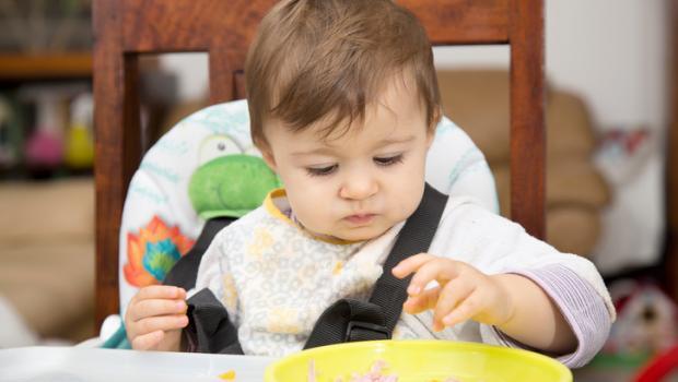 Είναι τελικά πιο νόστιμο το φαγητό όταν το τρώμε με τα χέρια;