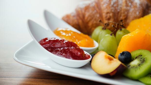 Πώς θα φάτε υγιεινό πρωινό από τον... ανθυγιεινό μπουφέ του ξενοδοχείου! 5a7c5b64afe