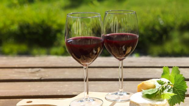 13 λόγοι  για να πιείτε ένα ποτήρι κόκκινο κρασί