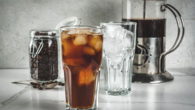 Η χημεία πίσω από τη νέα παγκόσμια τάση του «cold brew», της παγωμένης εκδοχής του καφέ φίλτρου