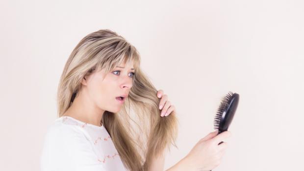 Ένας φθηνός τρόπος για την ανάπτυξη των μαλλιών: χυμός κρεμμυδιού