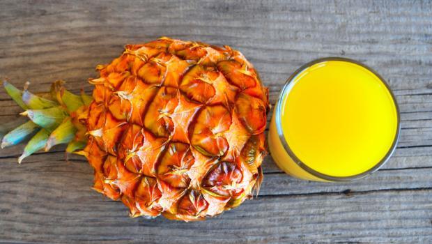 Ο χυμός ανανά ως δραστική θεραπεία για τον βήχα