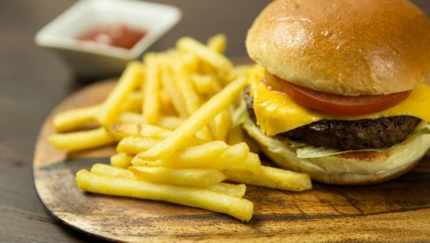 Τι θα συμβεί στο σώμα σας εάν σταματήσετε να τρώτε επεξεργασμένα τρόφιμα