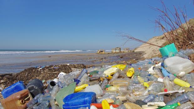 Η ΕΕ προσανατολίζεται στην απαγόρευση των δέκα πιο επιβλαβών πλαστικών μιας χρήσης