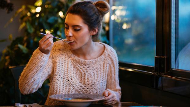 Τι είναι καλύτερο: 3 γεύματα την ημέρα, ή το τσιμπολόγημα;