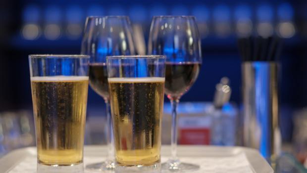 Πίνοντας μπύρα πριν το κρασί δεν θα αποτρέψει το hangover