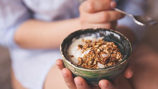 8 εύκολα και υγιεινά σνακ για ξεγελάσεις έξυπνα την πείνα σου