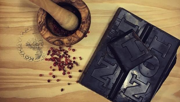 Σοκολατόπιτα και 7 ακόμη γλυκά που αξίζει να σας οδηγήσουν στο πιο ιδιαίτερο γλυκοπωλείο στην Ελλάδα!